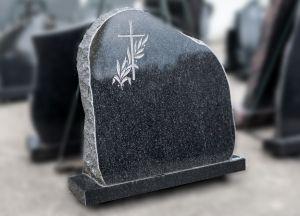 Apvalintas paminklas su graviruotu lapeliu ir kryželiu (P221)