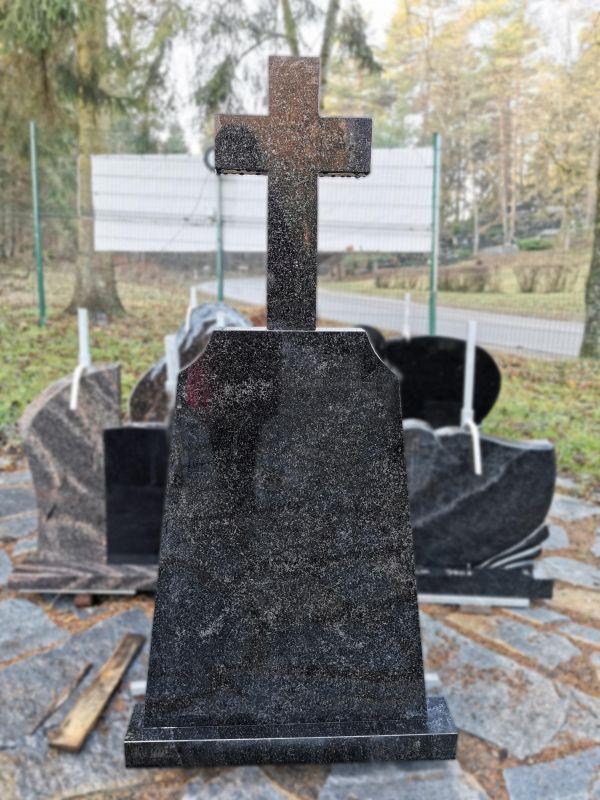 Aukštas paminklas su kryžiumi (SP88)