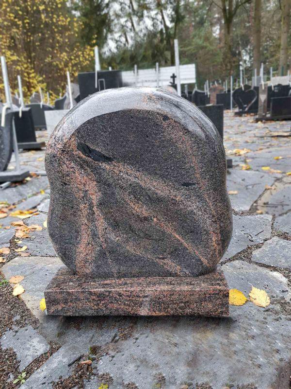 Auroros granito paminklas su apvaliom briaunom (KUL69)