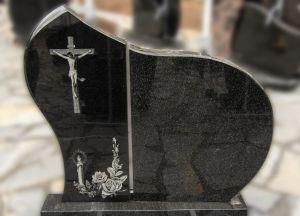 Dviejų dalių paminklas iš juodo granito su graviruotu kryžiumi (KEL7)