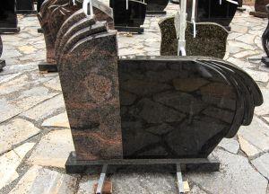 Dviejų dalių paminklas, margo ir juodo blizgaus granito (KEL2)