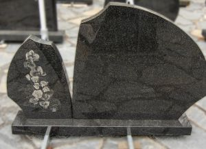 Dviejų dalių paminklas su graviruotomis rožėmis (SP135)