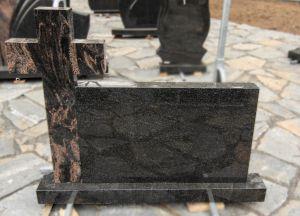 Dviejų dalių paminklas su margu kryžiumi (SP992)