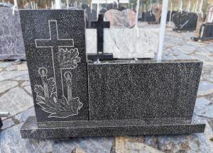 Dviejų detalių kareliško granito paminklas (SP803)