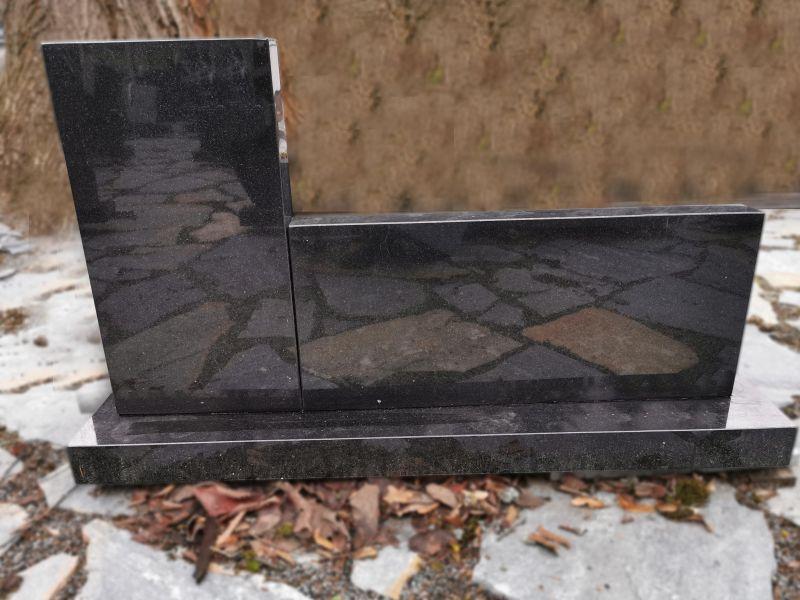 Juodas dviejų dalių paminklas (SP896)