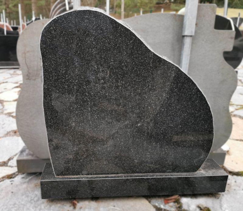 Juodas paminklas skaldytom briaunom (OS67/3)