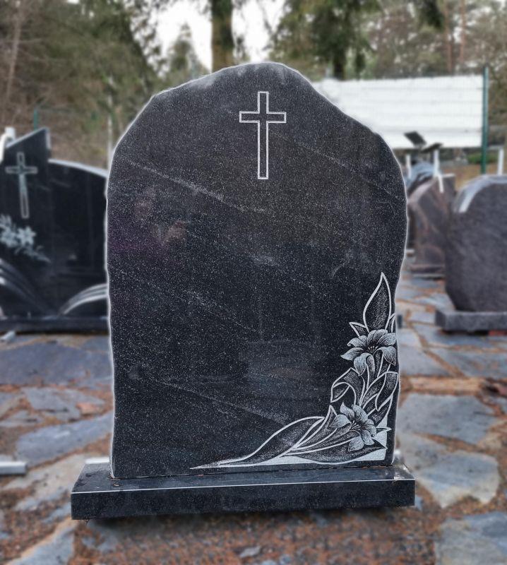 Juodas paminklas su lelijomis (P1747)