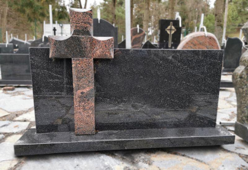 Juodas paminklas su rausvo granito kryžiumi (VPM46)