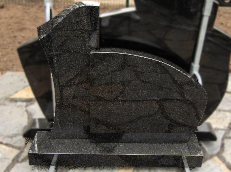 Juodo granito paminklas (SP968)
