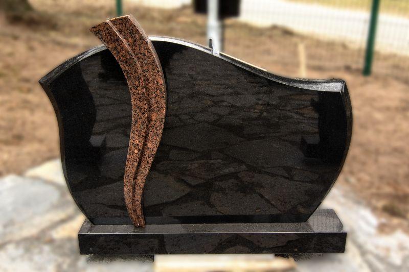 Juodo granito paminklas su rudo granito juostomis (KUL2)