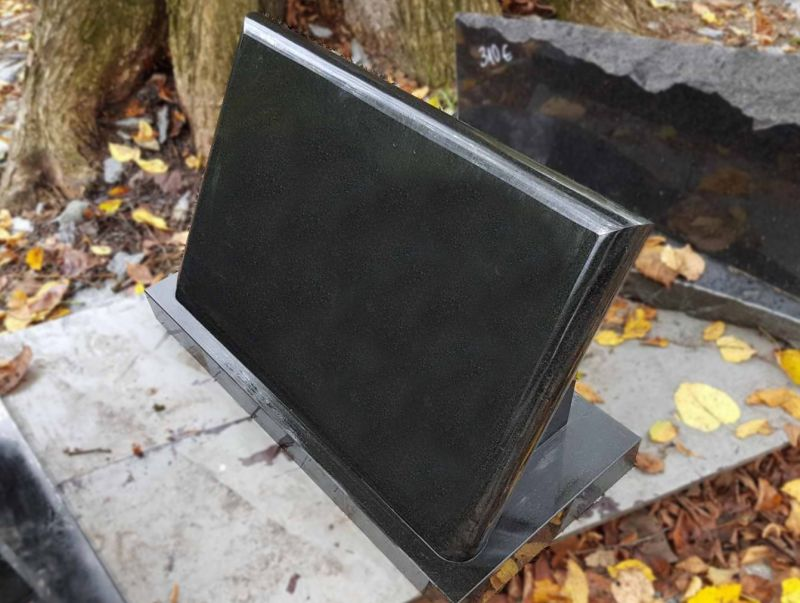 Juodo granito paminklentė (B11)