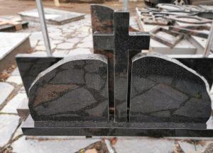 Kareliško granito paminklas su kryžiumi (SP189)