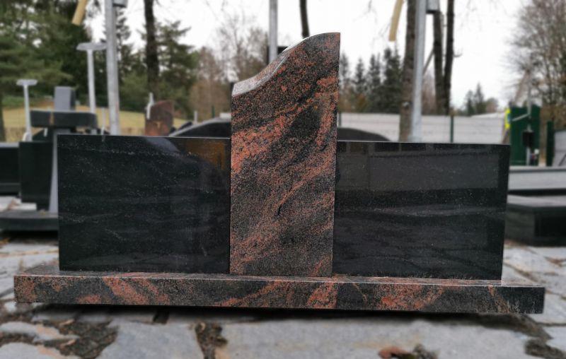 Kareliško juodo ir rausvo Auroros granito paminklas (SP1022)