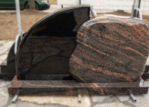 Margo ir juodo granito, dviejų dalių paminklas (KUL7)