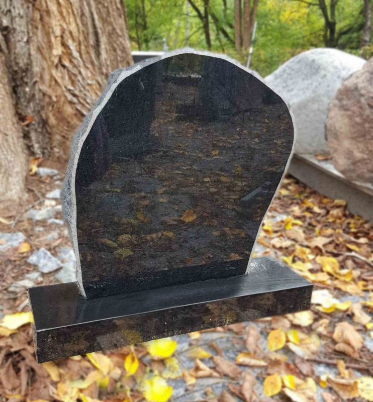 Nedidelis juodo granito paminklas (KUL59)