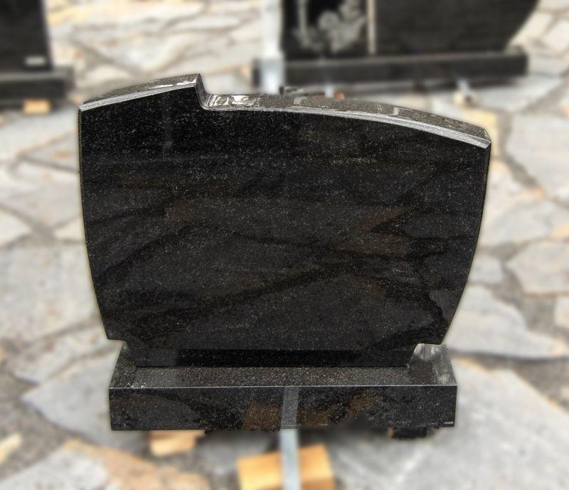 Paminklas iš juodo blizgaus granito (KEL5)