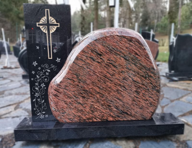 Paminklas iš lauko riedulio ir juodo granito (KUL44)