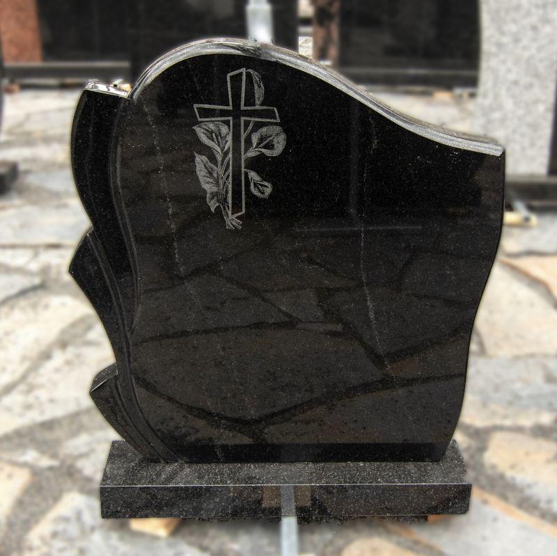 Paminklas su graviruotu kryžiumi, juodo blizgaus granito (KEL36)