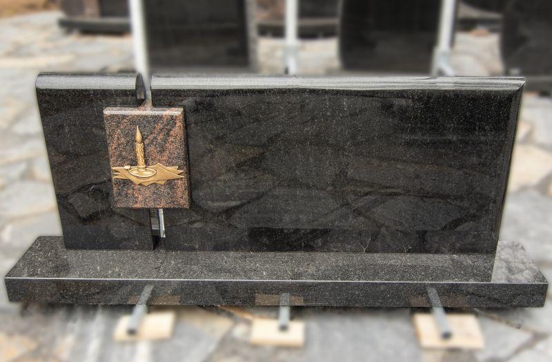Paminklas su metalinės žvakės dekoru (VPM24)