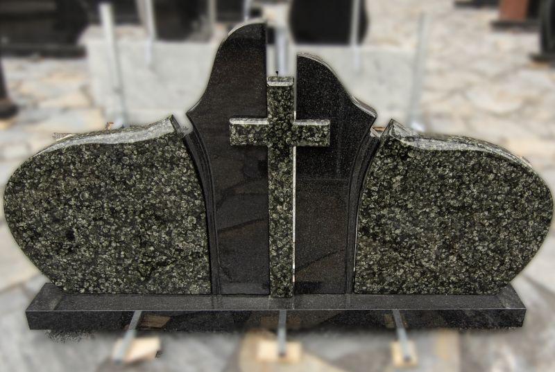 Penkių dalių paminklas iš juodo ir žalio granito su kryžiumi (KEL40)