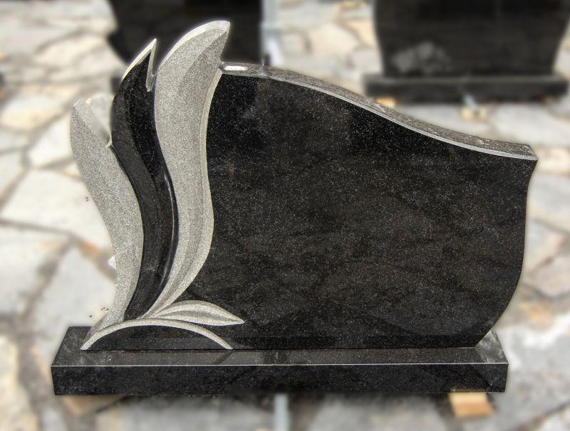 Puošnus juodo granito paminklas (KEL43)