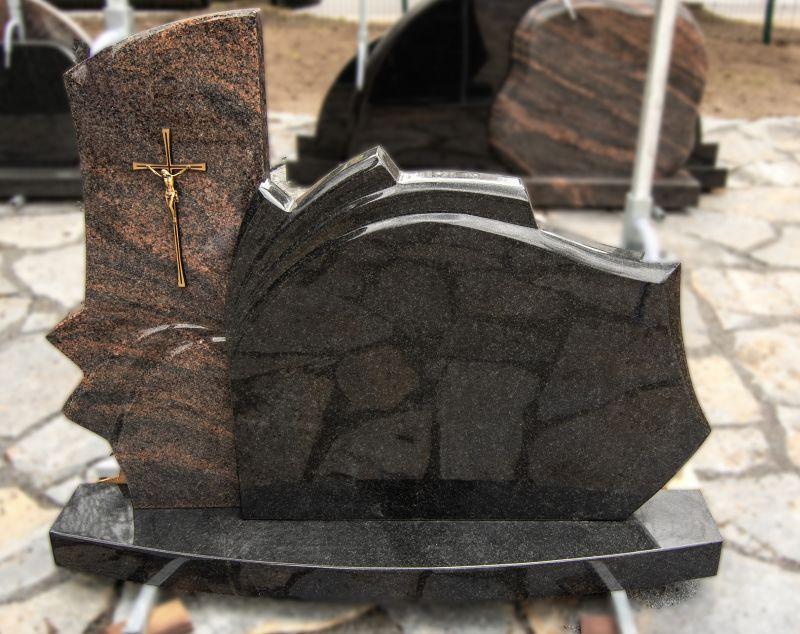 Rudo ir juodo granito paminklas su metalinio kryžiaus dekoru (VPM26)