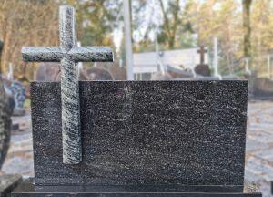 Stačiakampis paminklas su žalsvo granito kryžiumi (SP578)