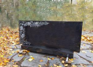 Švediško granito paminklas su rožės raižiniu (KUL46)