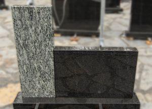Šviesiai pilko ir tamsiai pilko granito paminklas (SP914)