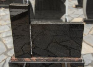 Tamsaus granito dviejų dalių paminklas (SP856)
