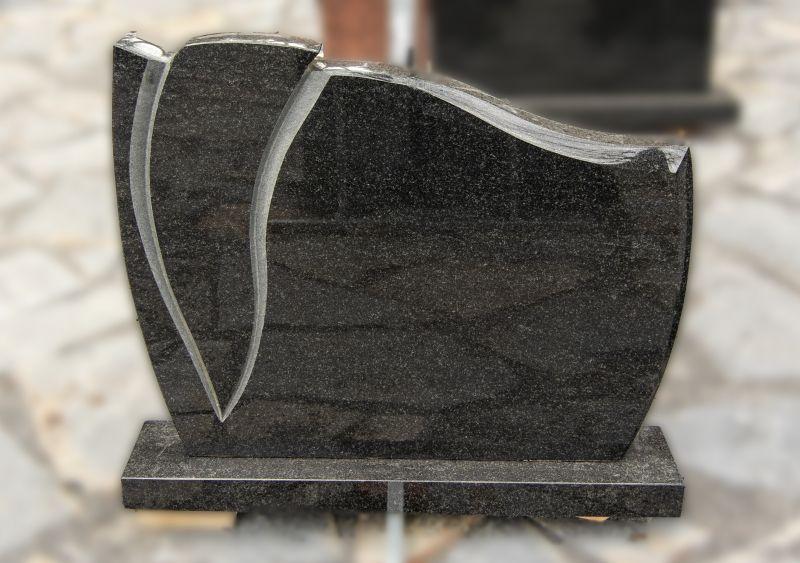 Tamsaus juodo granito paminklas (P1012)