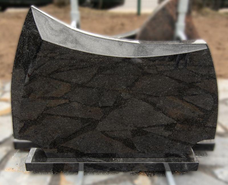 Tamsiai pilkos spalvos paminklas su briauna (VPM08)