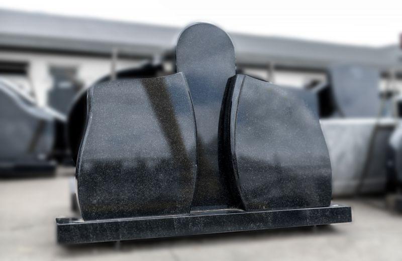Trijų dalių juodas paminklas (SP31)