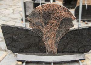 Trijų dalių paminklas iš tamsiai pilko ir rudo granito (VPM04)