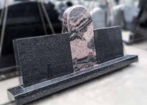 Trijų dalių paminklas. Spalvos tamsiai pilka ir rožinė (SP737)