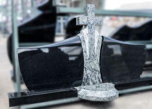 Trijų dalių paminklas su kryžiumi ir pakyla žvakei (182)