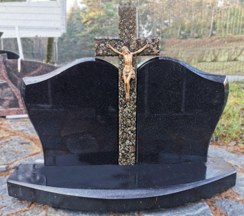 Trijų dalių paminklas su kryžiumi (KUL23)