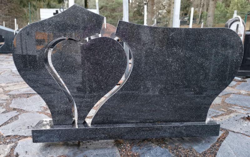 Trijų dalių paminklas su širdimi (P1495)