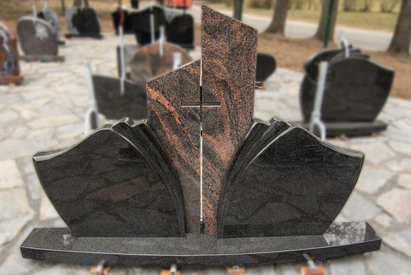 Tryjų dalių paminklas iš tamsiai pilko granito ir margai rudo granito su kryžiumi (VPM18)