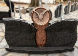 Tryjų dalių paminklas su paukščio raižiniu (VPM-M)