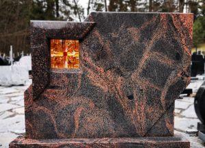 Vienos dalies paminklas su vitražu (KUL37)